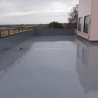 屋上防水完成しました!! キラキラ光沢のある屋上に生まれ変わりました!これで屋上の止水は完了です!!^_^