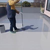 防水材料の塗布場面ですね! 丁寧な仕事!きれいになれば皆んな嬉しいです^_^