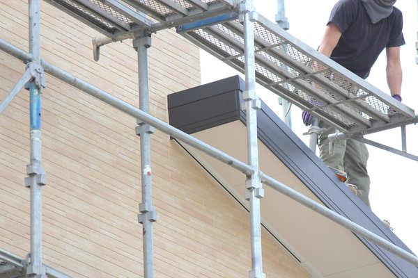 屋根の塗装は必要?気になる塗り替えの費用やタイミングについて詳しく解説サムネイル