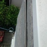 外壁サイディングが剥がれかけています。
