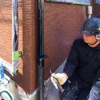 こちら雨樋の塗装です! 壁の塗装は仕上がりきれいです! 雨樋とこコントラストも、ばえてます^_^